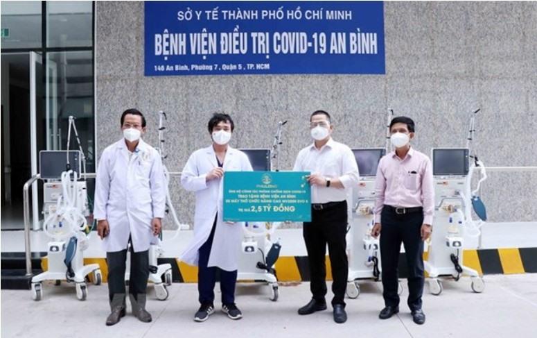 HCM City: enterprises donate medical supplies equipment for COVID-19 treatment