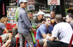 Cops want crackdown on tourist hustlers