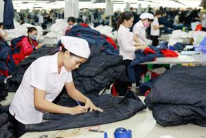 Curtain up for Ha Noi textiles summit