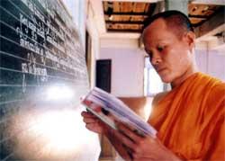 Rite of passage draws youth to pagodas