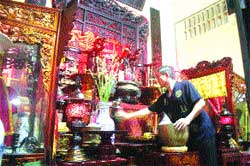 Squatters invade many old pagodas