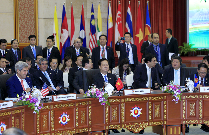 ASEAN leaders approve documents that put forward ambitious visions