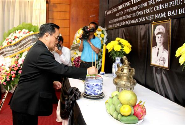 Respect-paying services for General Giap held abroad
