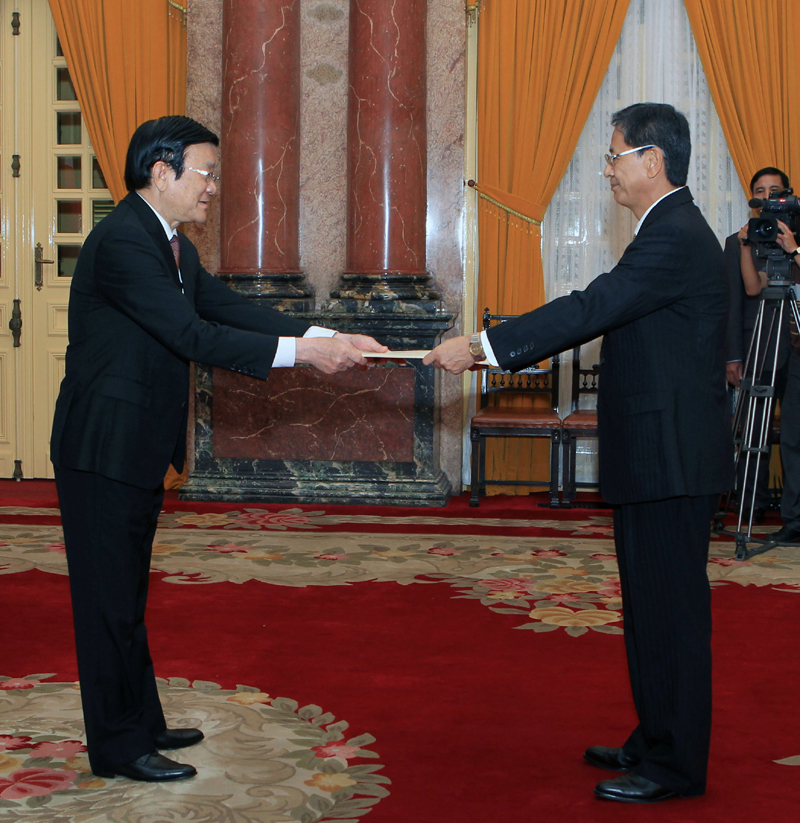 President holds court with new ambassadors to Viet Nam