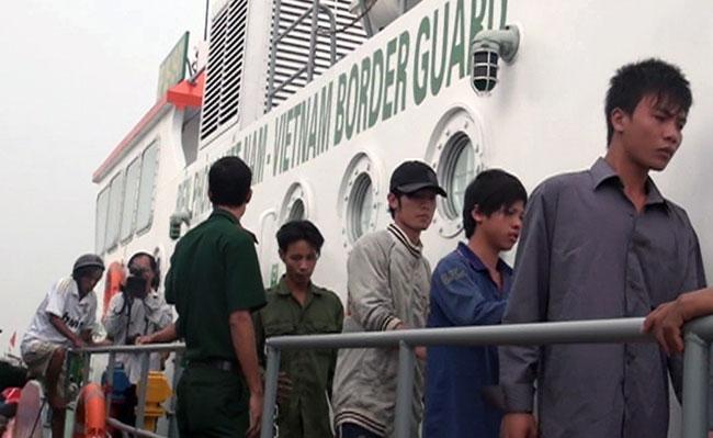Overturned motorboat leaves 6 dead 1 missing