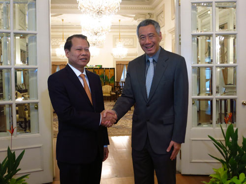 Deputy PM Ninh discusses partnership with Singapore