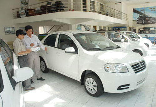 HCMC to cut fee for small cars