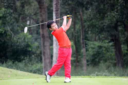 Quang Anh wins silver at Kids Golf Championships