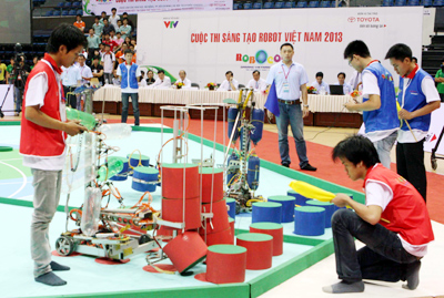Robots duel to protect environment