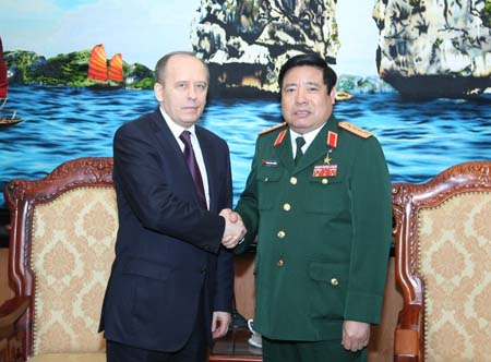 Defence Minister greets Russian security leader
