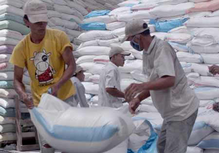 Large stocks help steady rice prices