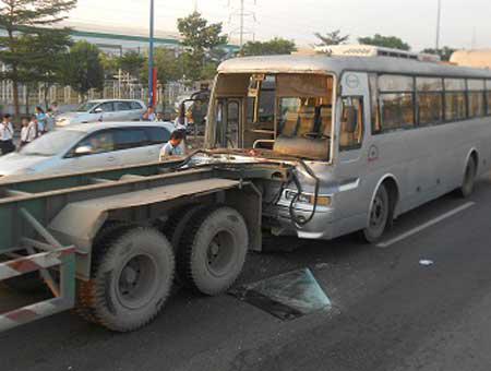 Thai road accident kills two Vietnamese