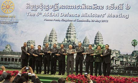 ASEAN chiefs work closely on security issues