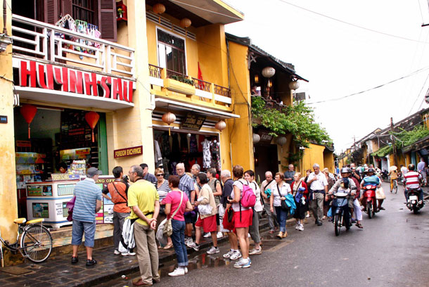 Tourist support centres to scupper scammers