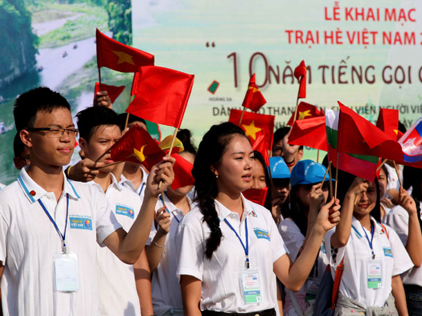 Bright young Vietnamese head home for summer camp