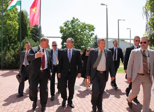Deputy PM Nhan visits Hungary