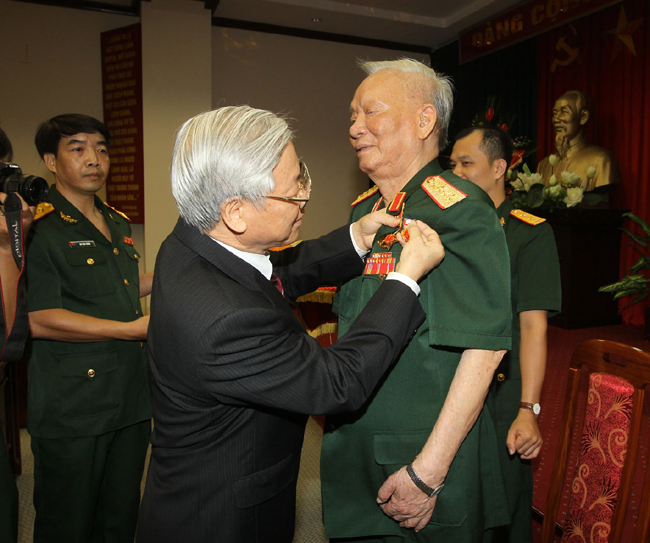 Insignia marks service by former president Anh