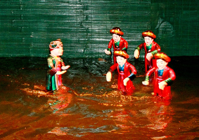 Water puppet theatre sets Asian record
