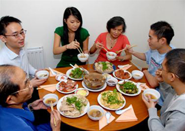Eating and etiquette: Top tips for joining a VN family meal - Life ...