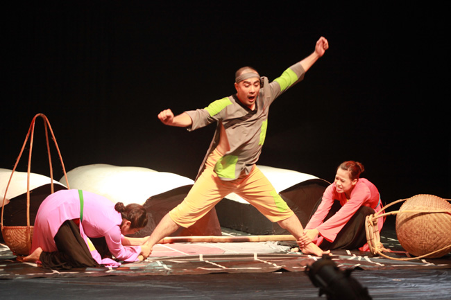 Experimental troupe restages timeless classic