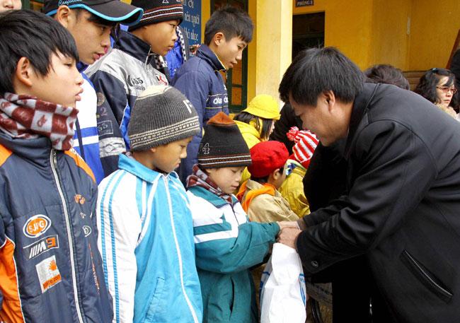 Funds raised to help the needy enjoy Tet festival
