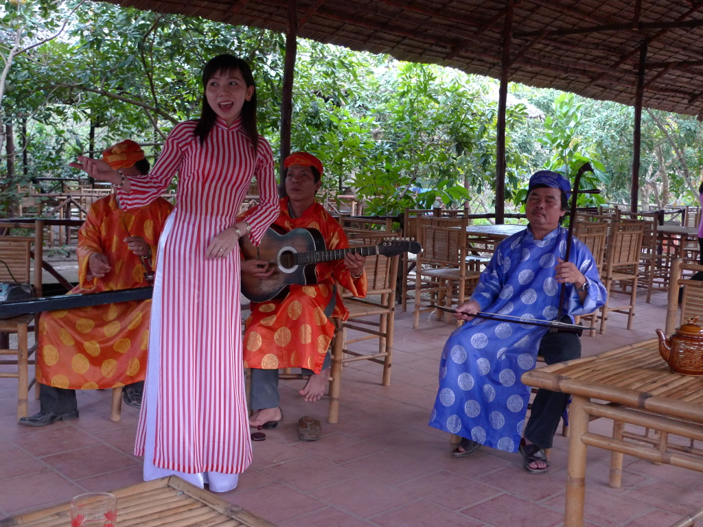 Bac Lieu hosts folk music festival