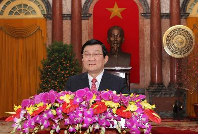 President Truong Tan Sang sends Tet greetings to all Vietnamese in the country and overseas.