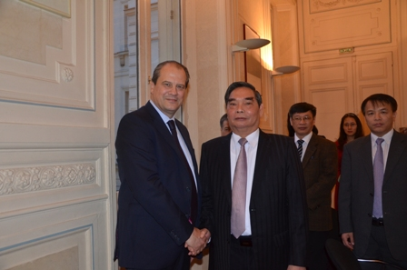 Vietnamese French communist parties forge links