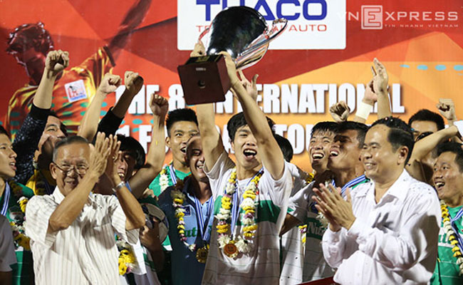 Hoang Anh Gia Lai team win U-21 trophy