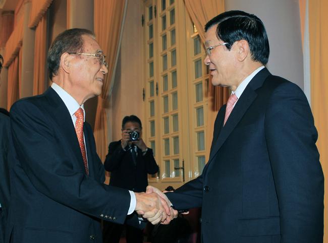 Former Japan minister in Ha Noi