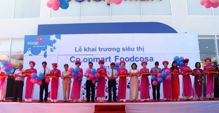 Saigon Co.op launches its biggest store in HCM City