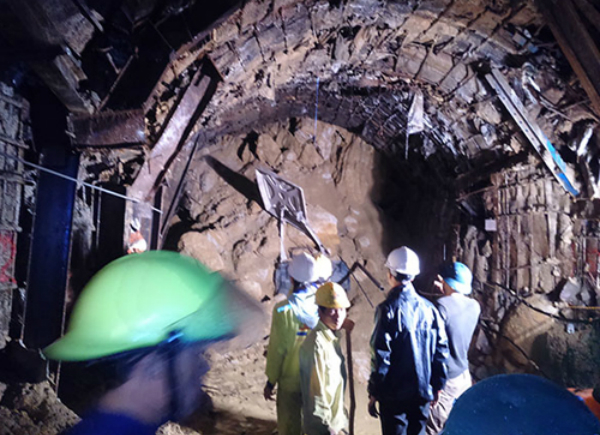 Hydropower project tunnel collapse traps 11 workers
