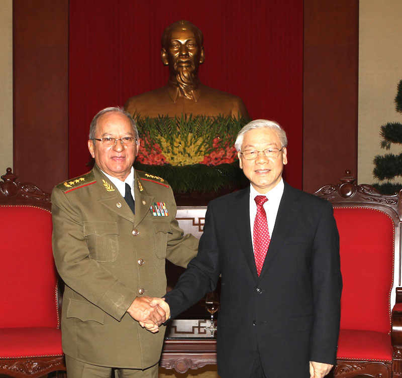 Party chief greets Cuban minister of armed forces