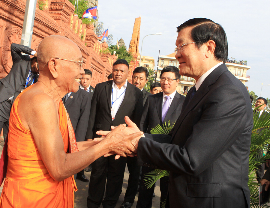 President meets Cambodias Great Supreme Patriarchs