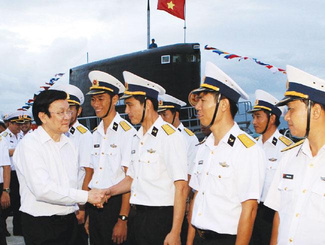 President visits Khanh Hoa naval units