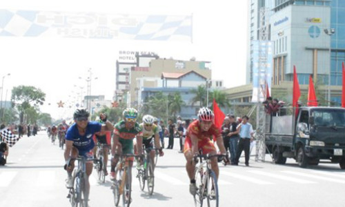 Anh sprints to stage victory as Duy retains overall lead