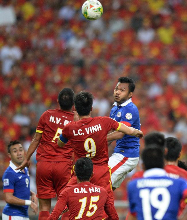 Viet Nam beat Malaysia 2-1 in AFF Cup semis