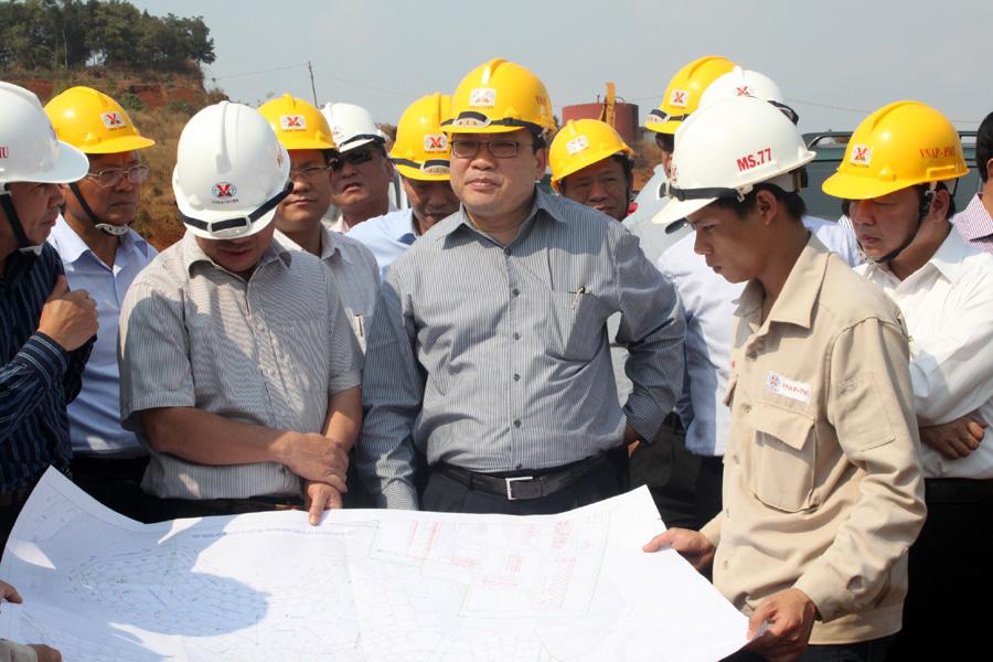 Deputy PM visits plant in progress