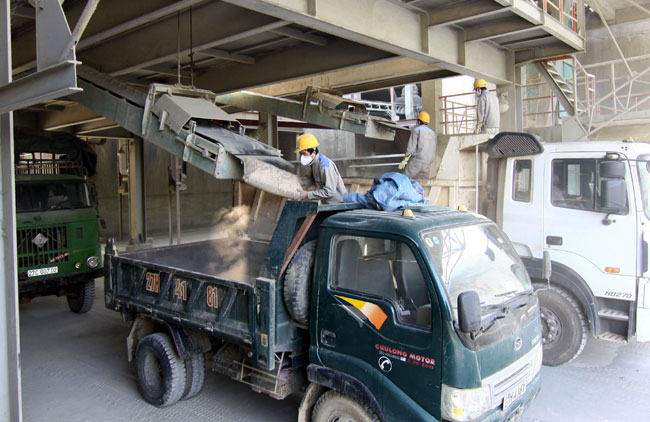 Oversupply forces cement producers to look abroad