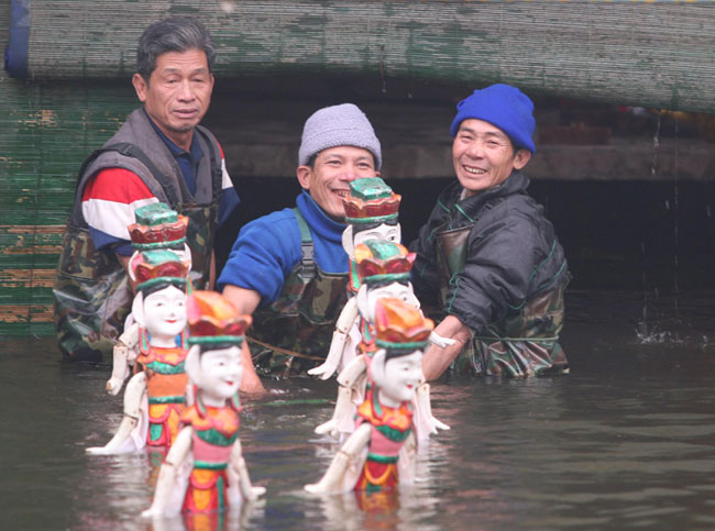 Crowds flock to Hai Duong to watch the water puppets dance