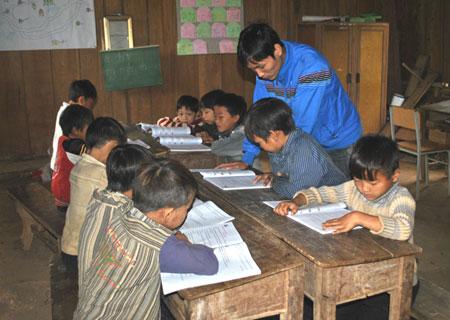 Ethnic minority students return to school after Tet