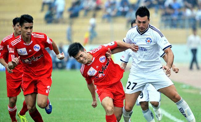 Hai Phong scramble last gasp win to ease pressure on coach