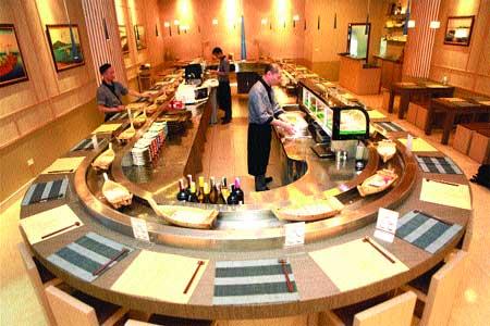 'Boatman sushi makes waves in Ha Noi