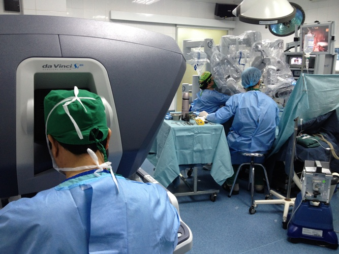 Robots help doctors conduct successful paediatric surgery