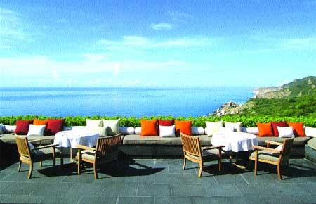 Fine dining in an ultra-fine setting