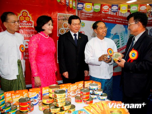 Vietnamese firms showcase products