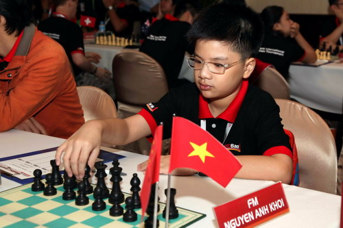 Khoi leads U12 group in Asian chess championship