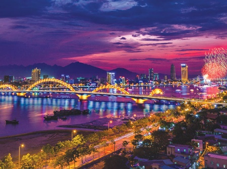 Well lit: The lighting design of the Rong (Dragon) Bridge, reaching over the Han River in Da Nang, won the Best Citation Award from the International Association of Lighting Designers at a ceremony in Las Vegas, US on June 4.