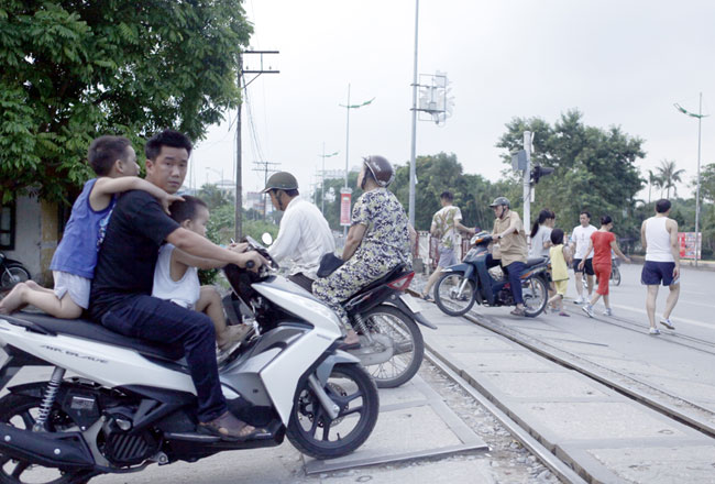 PM greenlights plan to set up rail road buffer zones