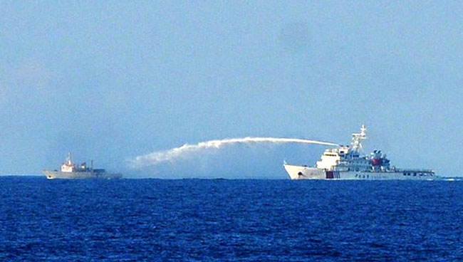 China ships gang up on VN vessels